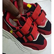 kids sports shoe