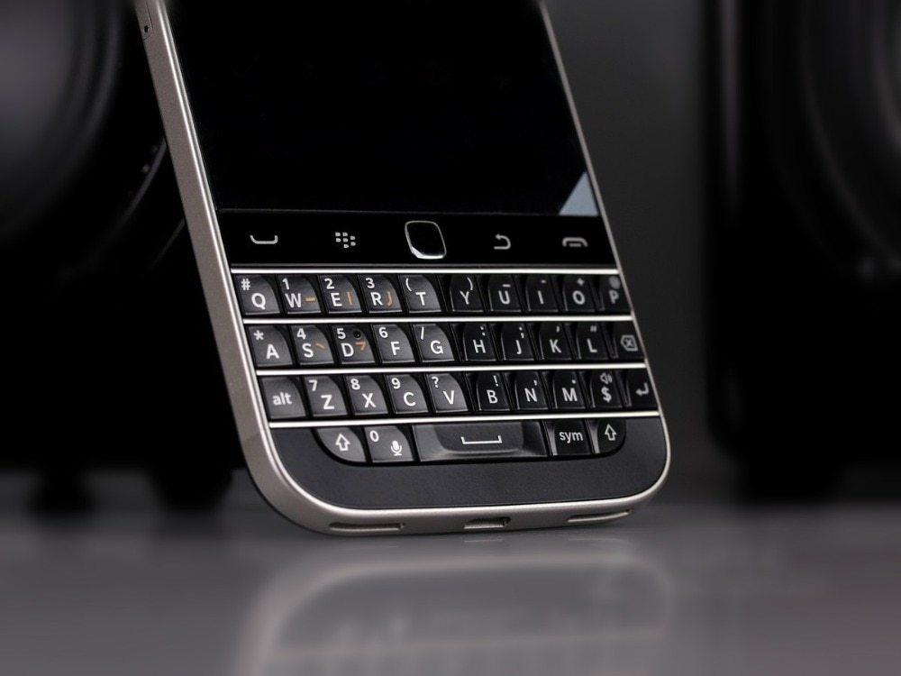Blackberry Q20 Inch 16GB ROM 2GB RAM 4G LTE 8MP Dual Core WIFI  Refurbished phone black 4