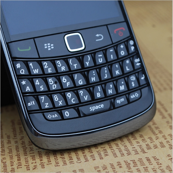 Phone Blackberry 9780 Unlocked Mobile Phones Wifi GPS Bluetooth 3G 5MP Camera 2.4'' 480x360 Screen white 4
