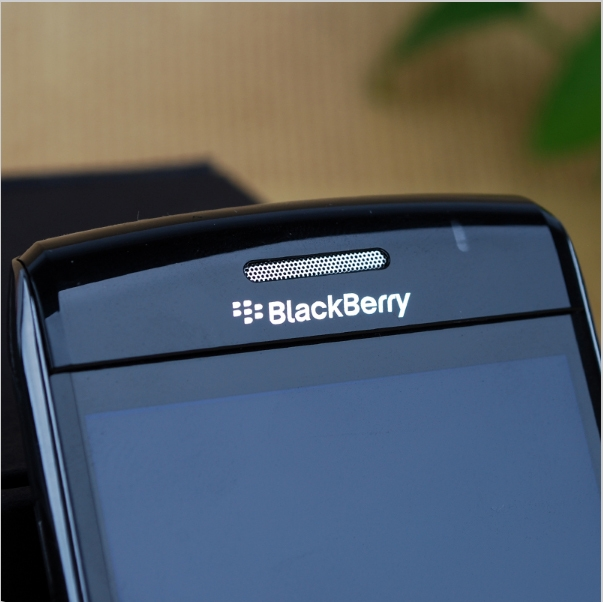 Phone Blackberry 9780 Unlocked Mobile Phones Wifi GPS Bluetooth 3G 5MP Camera 2.4'' 480x360 Screen white 3