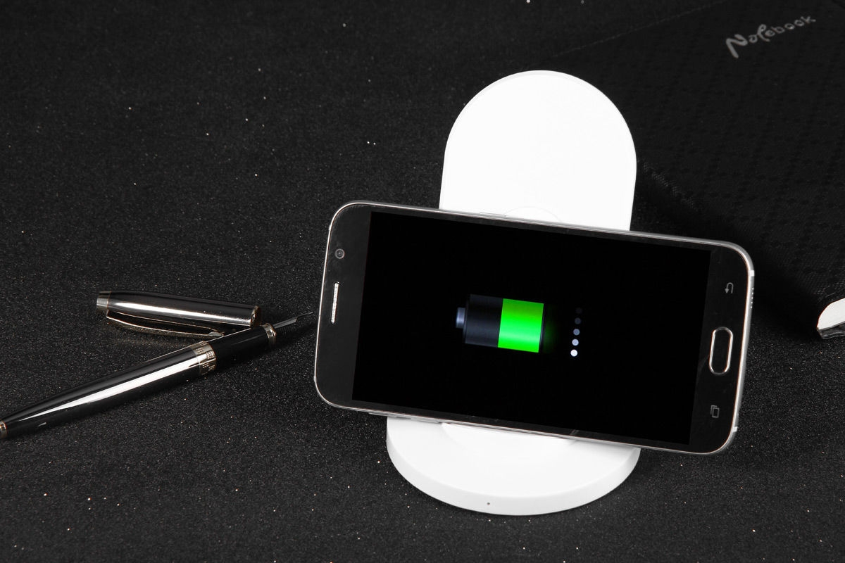 Itian A2 Simple Sloped Wireless Charging Transmitter with Big Charging Contact Surface