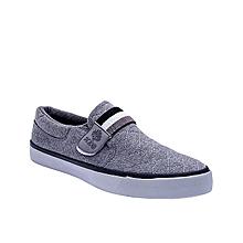 Casual slip on sneaker